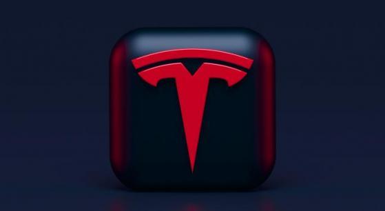 Tesla ottiene brevetto per usare raggi laser come tergicristalli