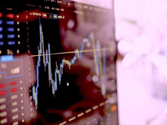 Pre-market: futures USA giù, attesa dati sussidi disoccupazione