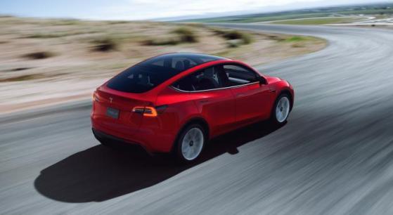 Startup dona auto Tesla in cambio di referenze su Amazon