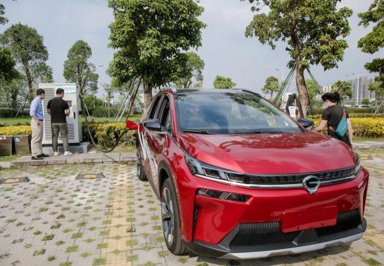Dalla Cina arriva l'auto elettrica che si ricarica in soli 8 minuti