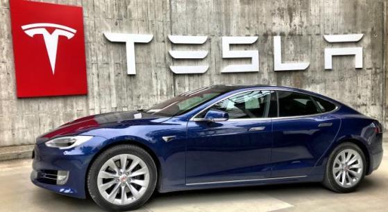 Tesla, Elon Musk organizzerà AI Day a luglio
